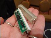 CES 2013 : les piles batons Tethercell communiquent en Bluetooth