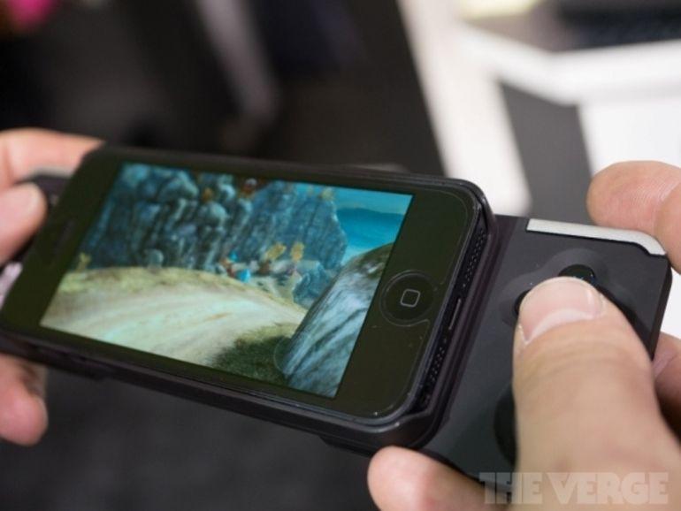CES 2013 : le Caliber, première vraie manette pour iPhone