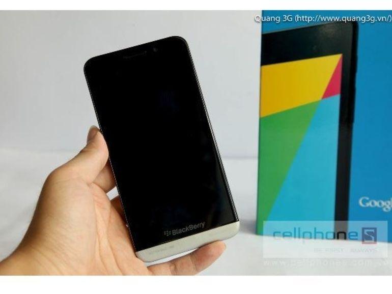 Présentation officieuse du Blackberry Z30: photos, vidéo, spécifications techniques