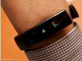 CES 2014 : le bracelet LG Lifeband Touch et écouteurs cardiaques en images