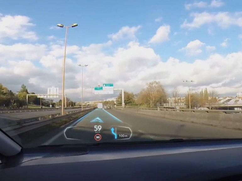 PSA présente son projet de réalité augmentée sur le pare-brise