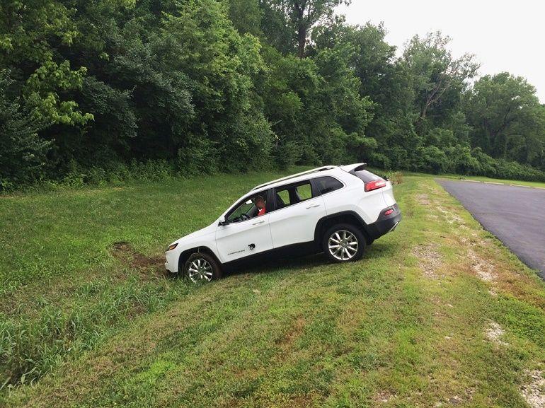 Deux hackeurs piratent une Jeep et l'envoient dans un fossé