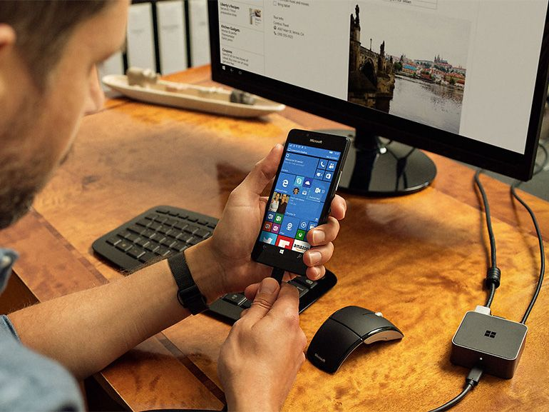 Microsoft Display Dock : des apps bureau sur grand écran depuis Windows 10 mobile