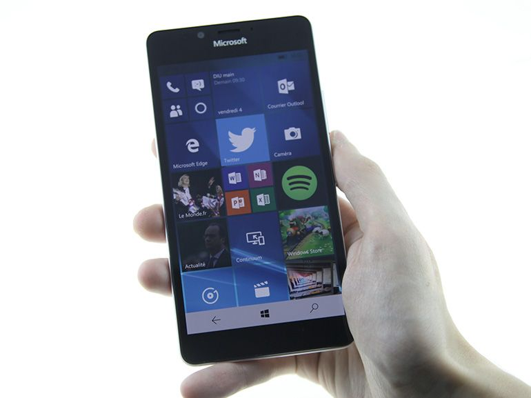 Microsoft Lumia 950 sous Windows 10 Mobile