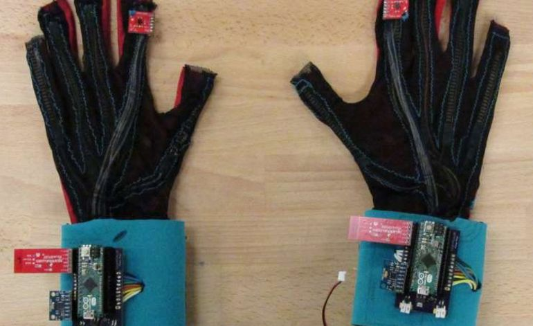 Un gant intelligent traduit la langue des signes en texte ou en sons