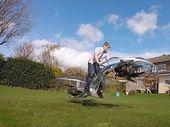 Un britannique crée une étrange moto volante
