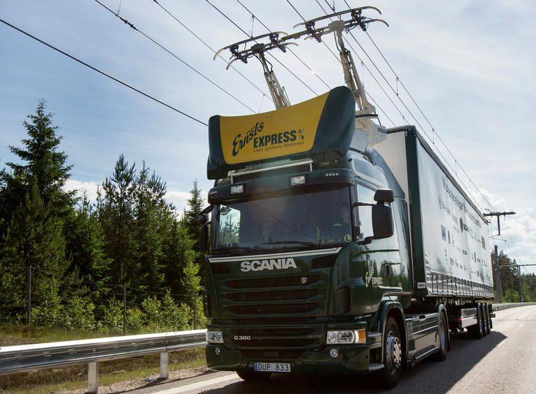 La Suède ouvre un tronçon d'autoroute électrique pour poids lourds