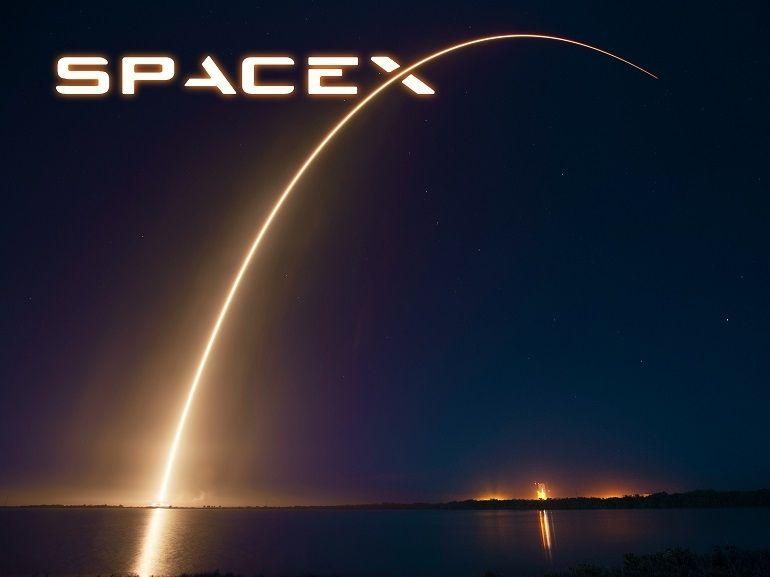 Space X : le premier vol touristique autour de la Lune aurait du retard