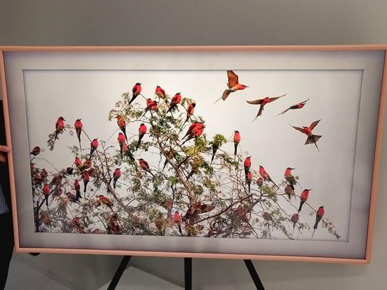 """Samsung présente The Frame, un """"téléviseur / tableau"""" design et intelligent"""
