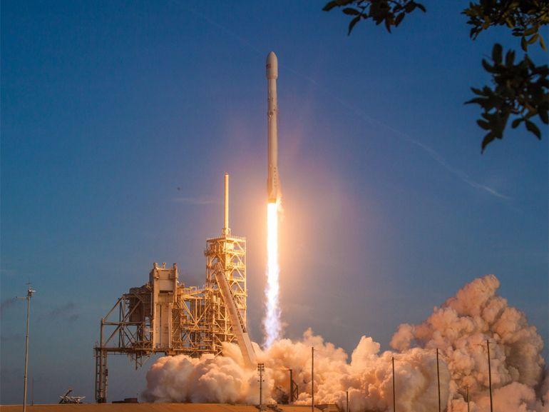 SpaceX lance un cargo « secret défense » américain et récupère son Falcon 9
