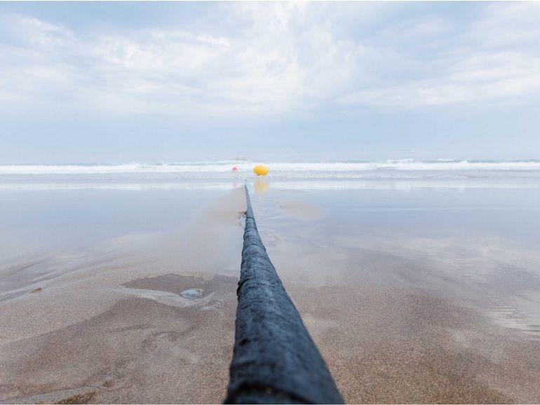 """Internet : Facebook et Microsoft viennent de terminer la pose du câble sous-marin """"le plus puissant"""" au monde"""