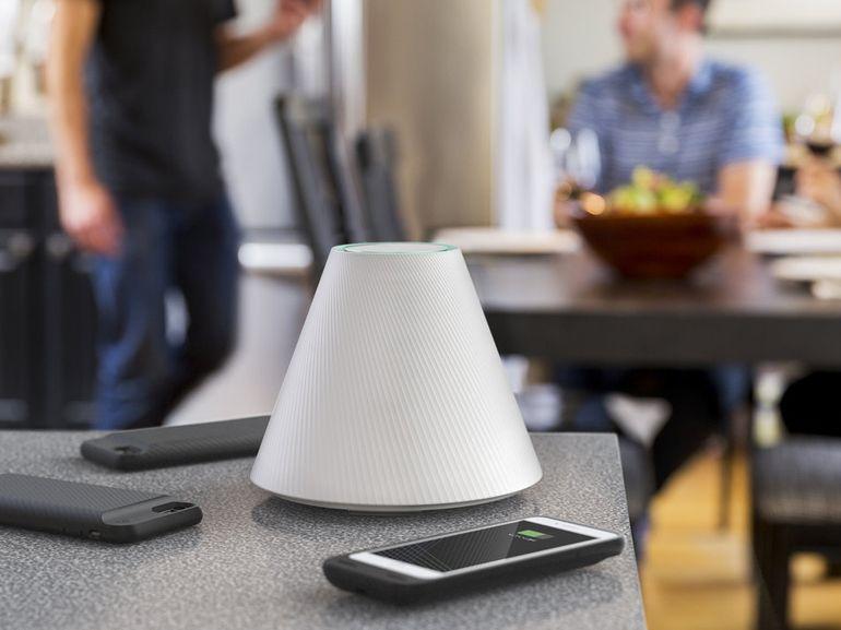 Le Pi Charger recharge plusieurs smartphones jusqu'à 30cm de distance