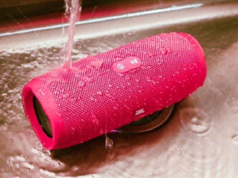 JBL Charge 3 : une enceinte étanche et autonome mais le son aurait pu être meilleur
