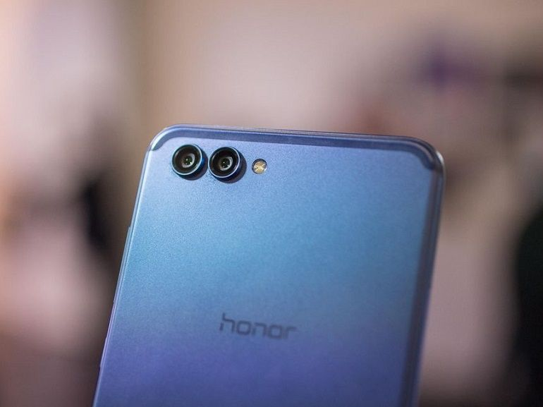 Avec le View 10, Honor pousse un smartphone haut de gamme boosté à l'AI et à moins de 500€
