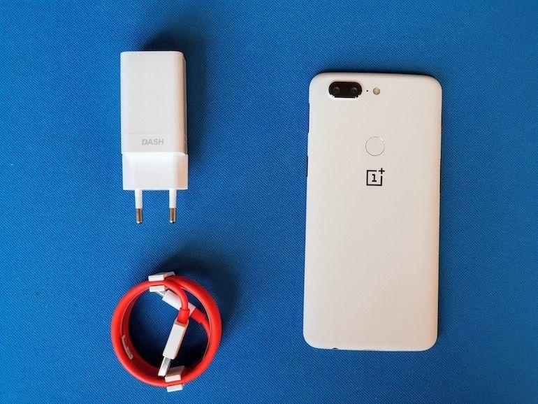 """Le OnePlus 5T arrive en """"Sandstone White"""", c'est beau et c'est tout doux"""