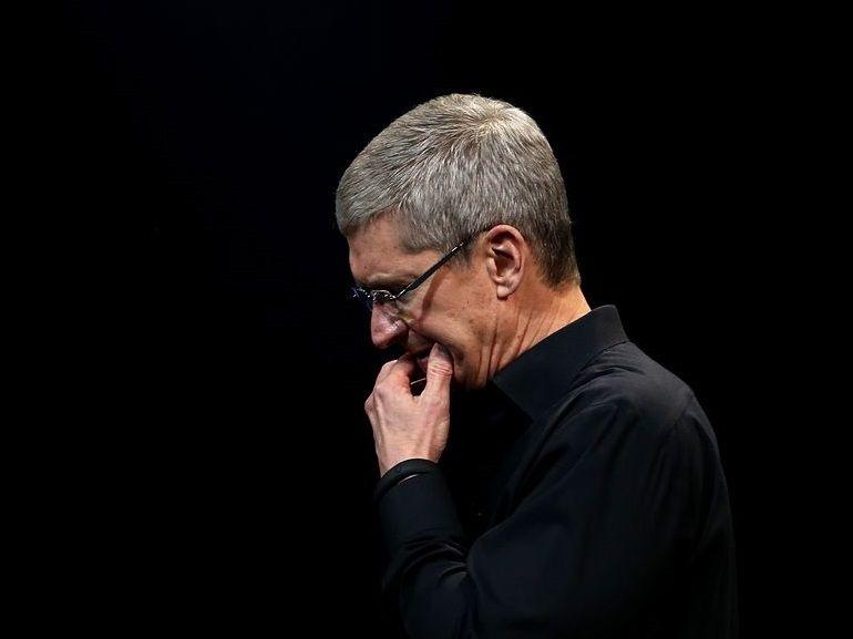 """Tim Cook : """"Peut-être aurions-nous dû être plus clairs"""" au sujet du bridage des iPhone"""