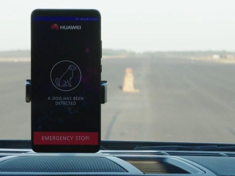 MWC 2018 : quand l'AI du Huawei Mate 10 Pro contrôle une Porsche Panamera