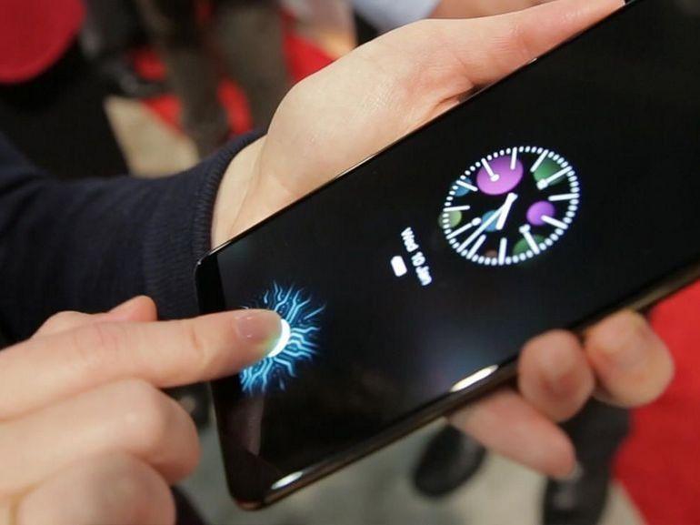 Des hackers utilisent une empreinte laissée sur un verre pour tromper le capteur d'un smartphone