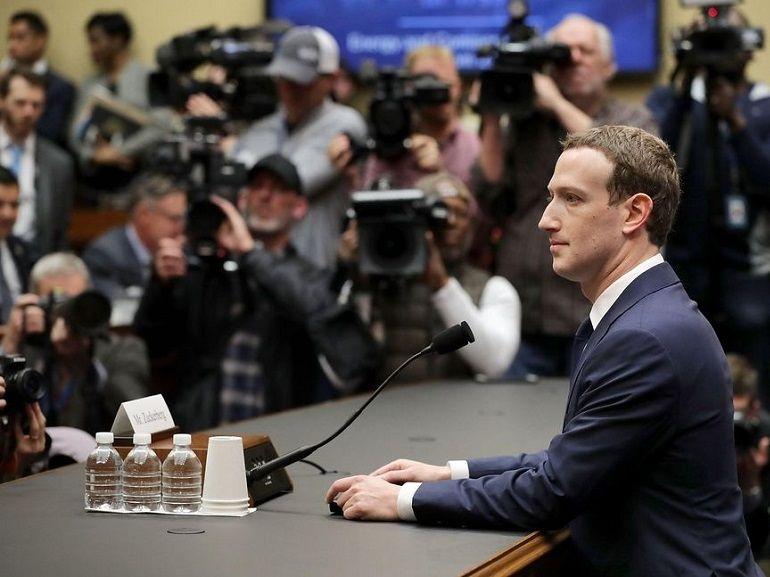 Facebook plonge en bourse, Zuckerberg perd 16,8 milliards de dollars en deux heures