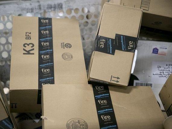 Amazon détruirait des millions d'articles invendus chaque année