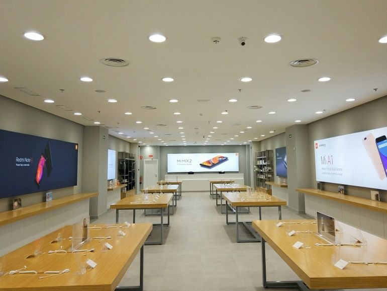 Inauguration du Mi Store Xiaomi des Champs-Élysées : le casse du siècle !