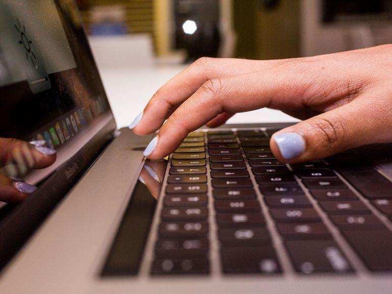 Apple abandonnerait (enfin) le clavier papillon pour ses MacBook