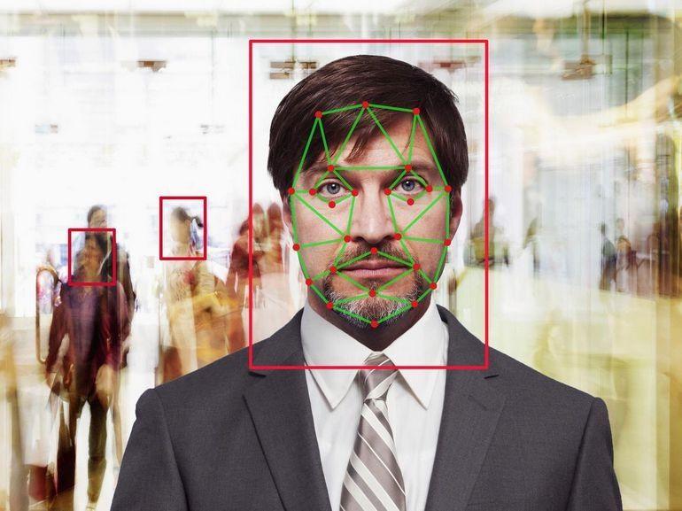 Fini les passeports ? Comment la reconnaissance faciale révolutionne les aéroports