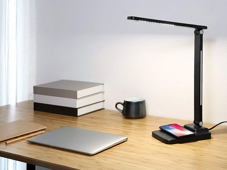 Bon plan : une lampe de bureau avec chargeur Qi sans fil à 19,99€
