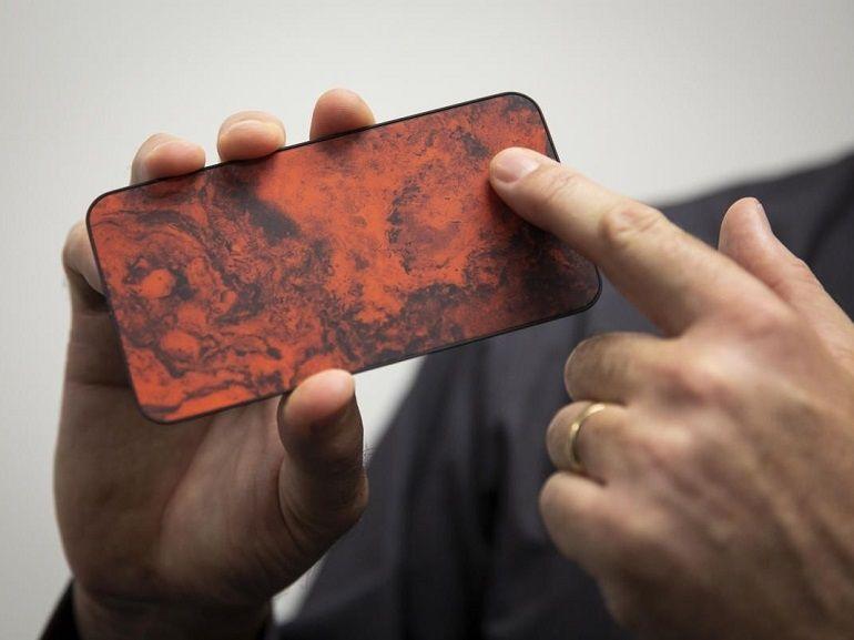 Vers la fin des traces doigts et des rayures sur les smartphone ?