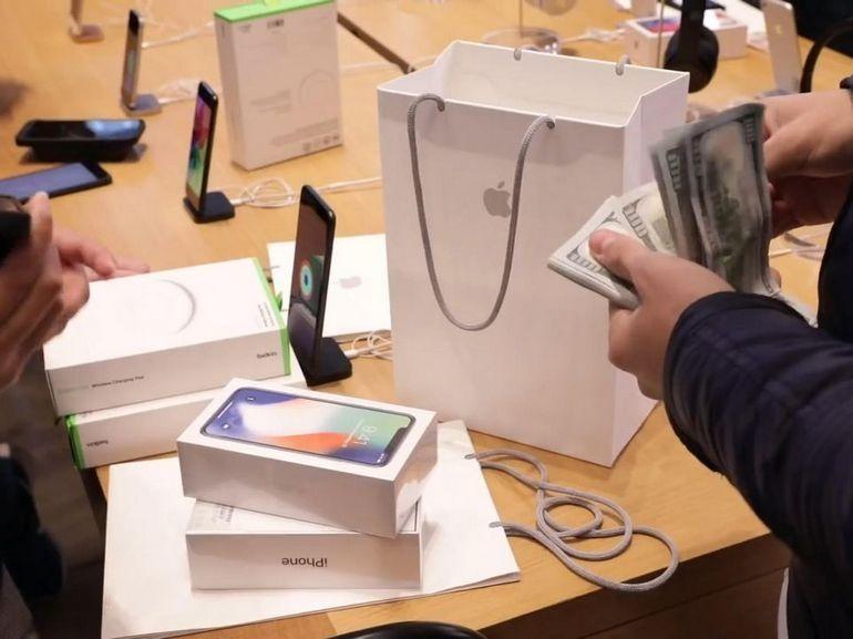 Apple, l'entreprise vaut 1000 milliards de dollars et c'est historique