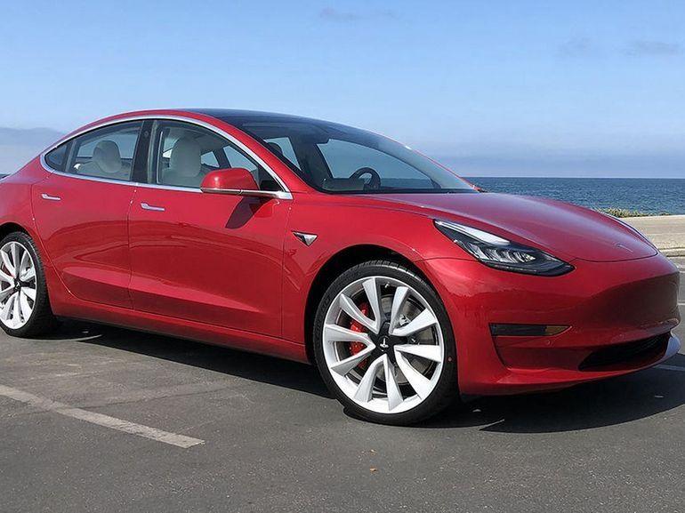 Tesla restera finalement cotée en bourse