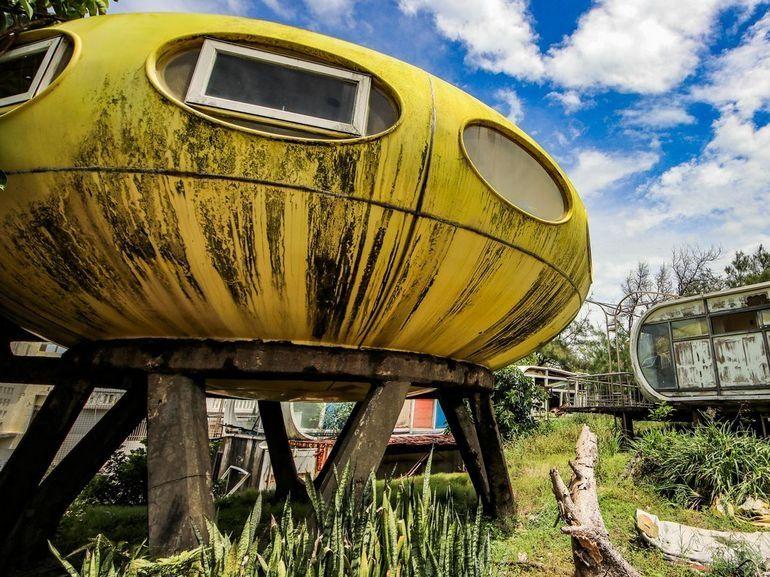 Quand les « maisons du futur » des 50's pourrissent au soleil