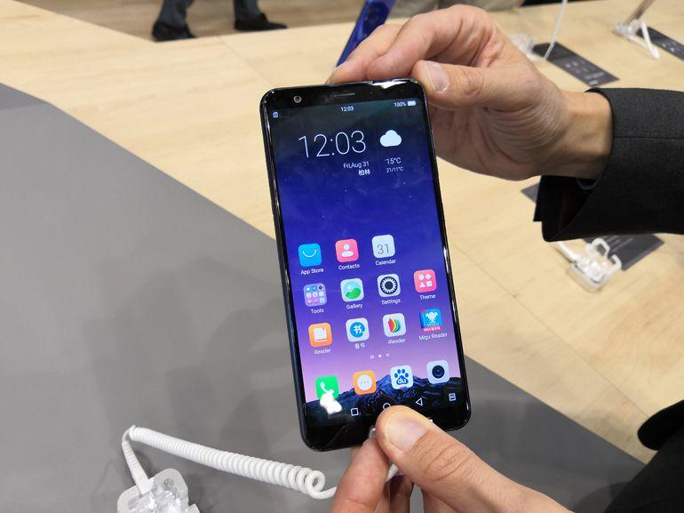 IFA 2018 : HiSense A6, un smartphone doté d'un écran e-ink à l'arrière