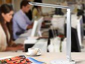Bon plan : une lampe de bureau avec prise USB, couleur et lumière ajustable à 23,99€
