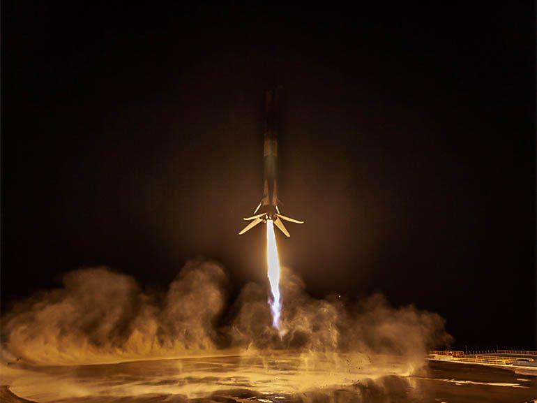SpaceX parvient pour la première fois à récupérer un lanceur à côté du pas de tir