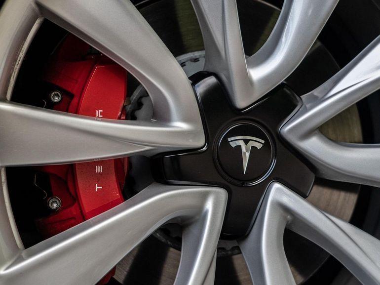 Tesla gagne enfin de l'argent