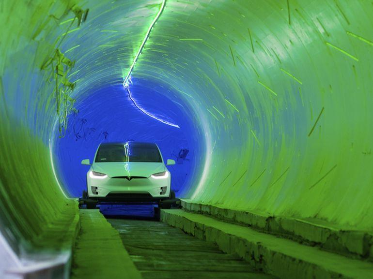 Elon Musk dévoile le premier tunnel de The Boring Company sous le QG de SpaceX