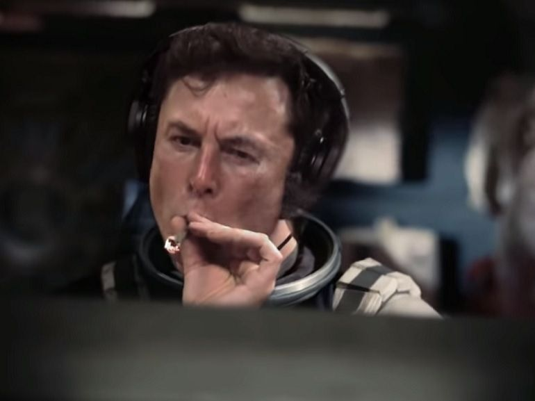 Mashup : Elon Musk fume son joint dans Interstellar