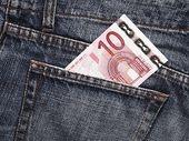 Forfait mobile à 10 euros : RED by SFR, Sosh ou B&You, on refait le match