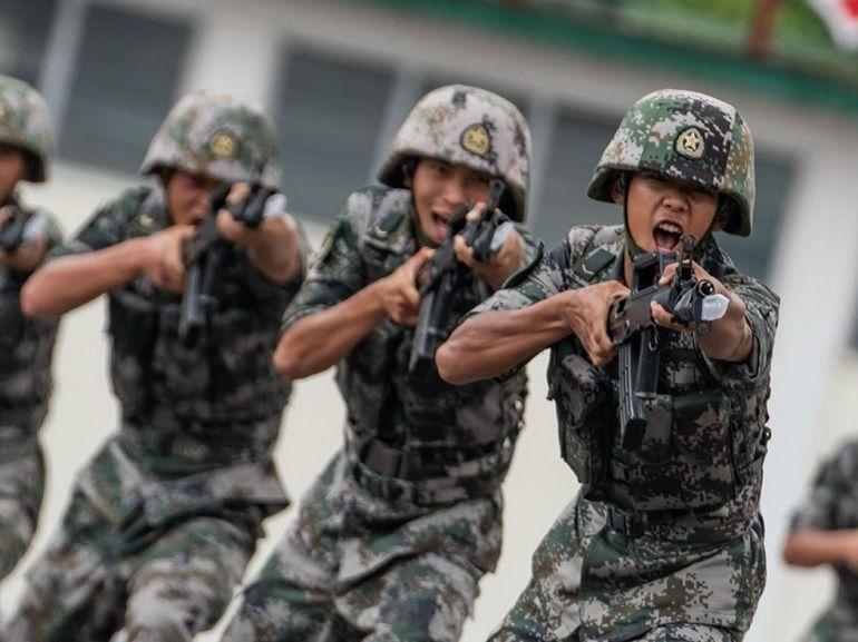 """La Chine développe un pistolet laser """"non létal""""... qui peut littéralement vous enflammer"""
