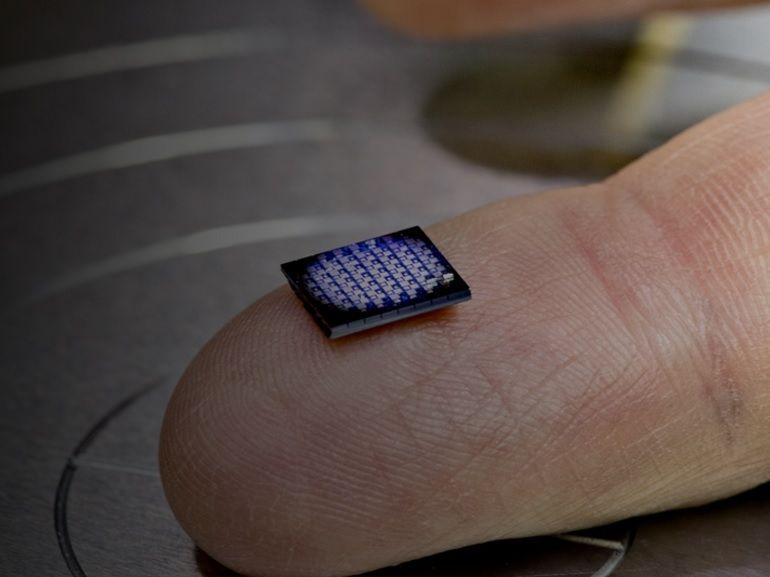 IBM : un ordinateur d'un millimètre carré pour lutter contre la contrefaçon