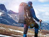 Bon plan : un chargeur solaire grand format pour les excursions à 52,49€