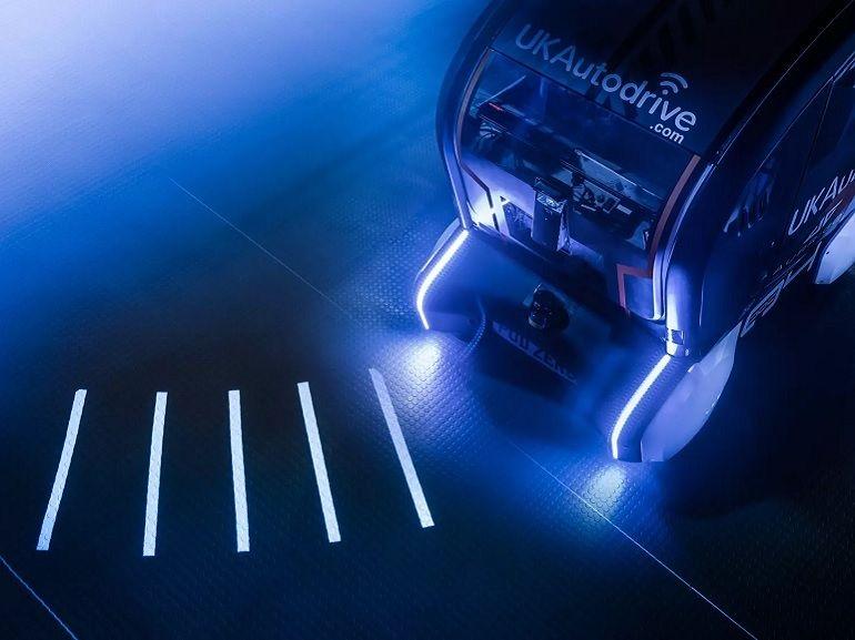 La voiture autonome de Jaguar-Land Rover utilise des projections au sol pour avertir les piétons