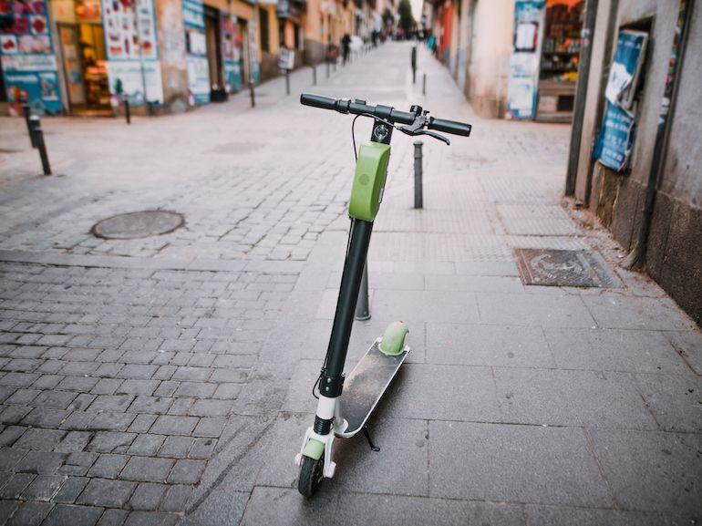 Trottinettes électriques sur les trottoirs : les amendes commencent à tomber à Paris