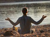 4 applications iOS ou Android pour apprendre la méditation cet été