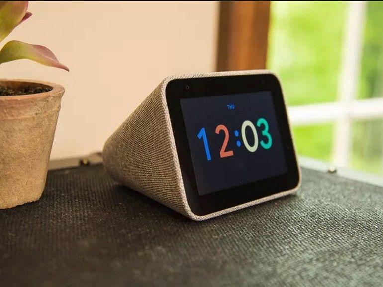 Test du Lenovo Smart Clock : un écran connecté taillé pour la table de chevet