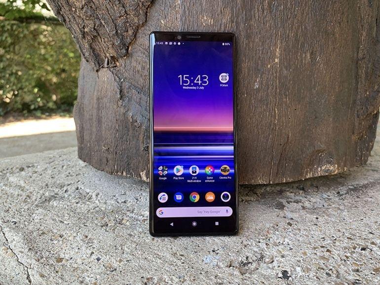 Sony Xperia 3 : un smartphone 5G avec un dos incurvé serait en développement