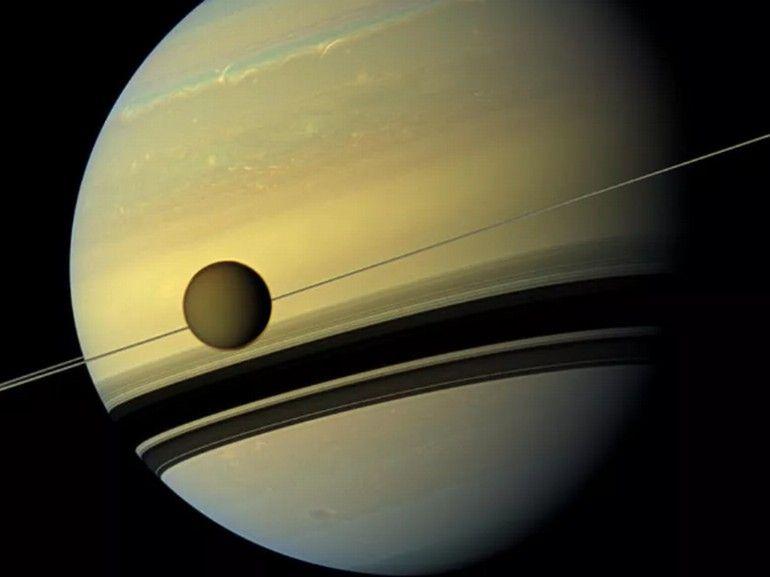 La première cartographie géologique de Titan, la lune de Saturne, livre d'étonnantes révélations