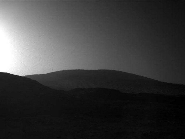 Le rover Curiosity immortalise un superbe lever de soleil sur Mars