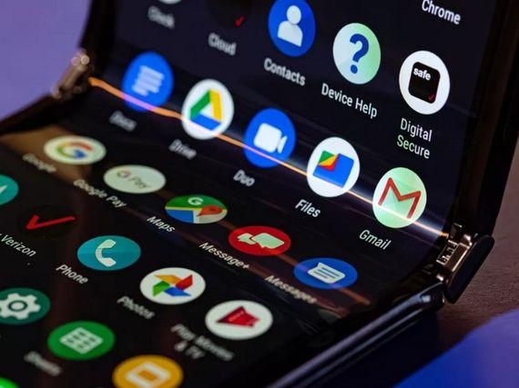 Motorola razr 2019 : la prise en main du smartphone emblématique devenu pliable